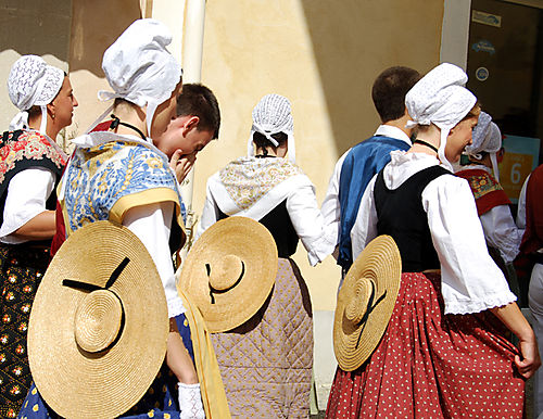 Provencal-dancers