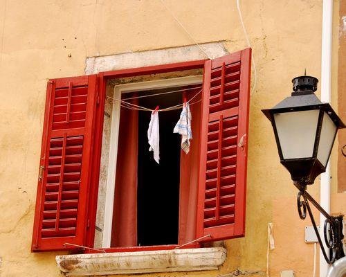 Croatian Laundry (c) Kristin Espinasse
