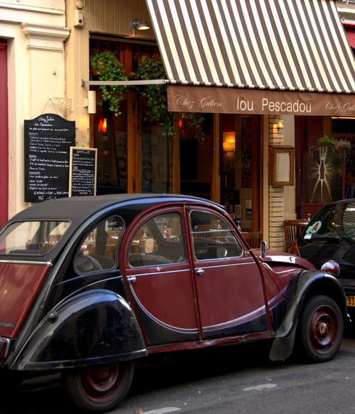 Restaurant in Paris, Chez Julien, Lou Pescadou, 2CV, citroen (c) Kristin Espinasse, french-word-a-day.com