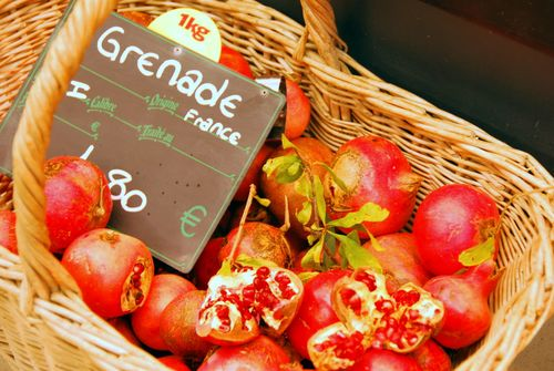 grenade or grenadine in France, market basket, price label (c) Kristin Espinasse, french-word-a-day.com