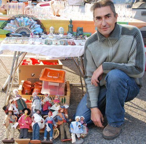 Santons, outdoor flea market, brocante, and grenier dans la rue in Suze la Rousse (c) Kristin Espinasse, french-word-a-day.com