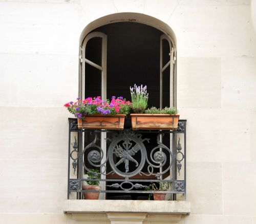 Paris Window (c) Kristin Espinasse. French-Word-A-Day.com