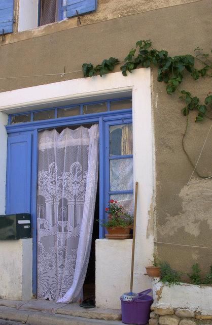 Balai espagnol & Bucket in Villedieu (c) Kristin Espinasse