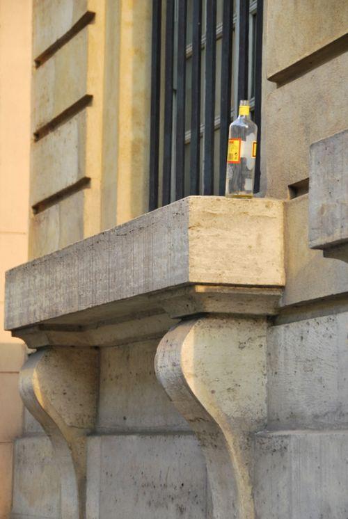 booze, bottle, homeless, sdf, Paris, window sill, ledge, window bars (c) Kristin Espinasse, www.french-word-a-day.com