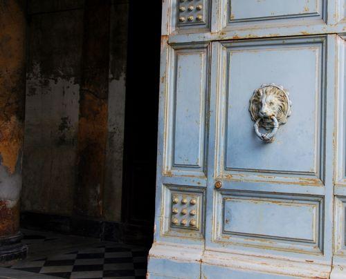 Door in Sicily (c) Kristin Espinasse