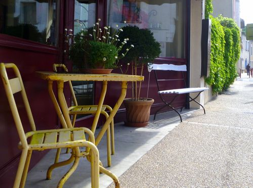 Yellow Chair in Jonquieres (c) Kristin Espinasse