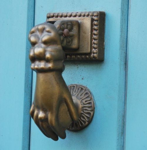 Door Knocker blue door france (c) Kristin Espinasse