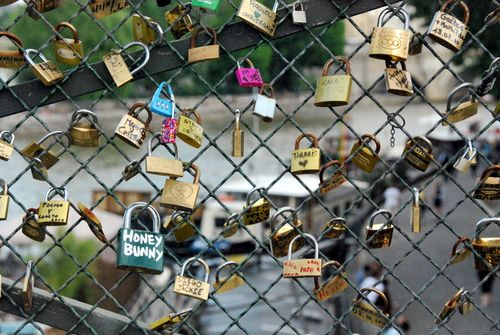 love-locks (c) Kristin Espinasse