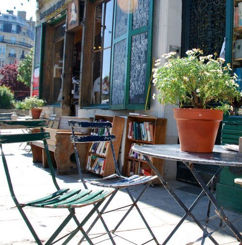Shakespeare and Company bookshop in Paris (c) Kristin Espinasse