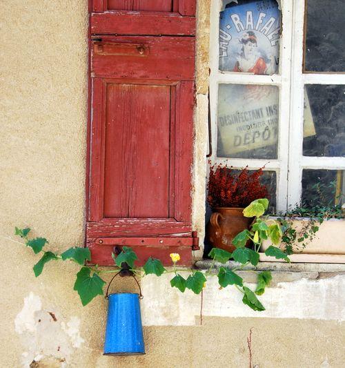 Gigondas window (c) Kristin Espinasse