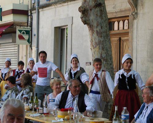 Jean-Marc with the Arlesiennes (c) Kristin Espinasse