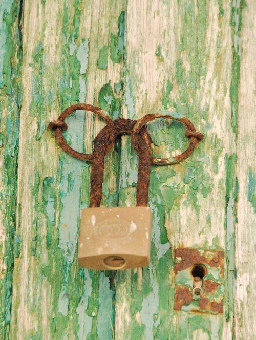 lock or cadena (c) Kristin Espinasse
