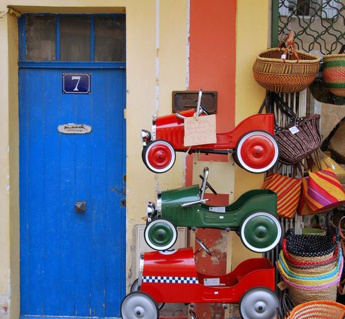 Toy cars in Vaison la Romaine (c) Kristin Espinasse