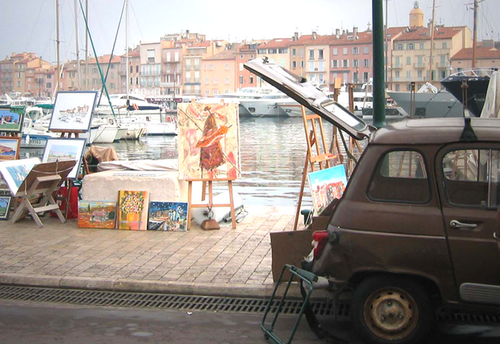Artists along the port in St. Tropez (c) Kristin Espinasse