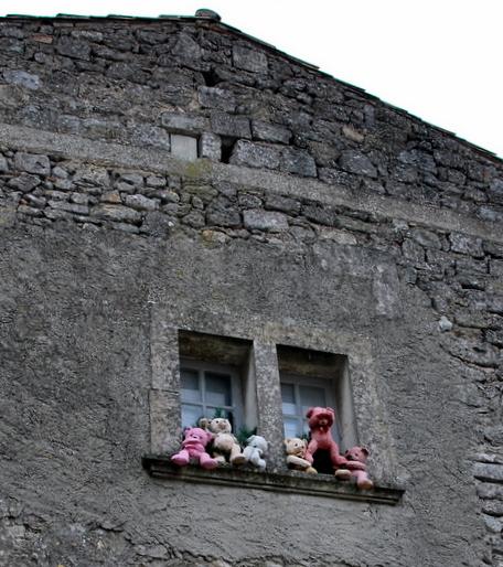 Teddy bears in Les Baux de Provence (c) Kristin Espinasse