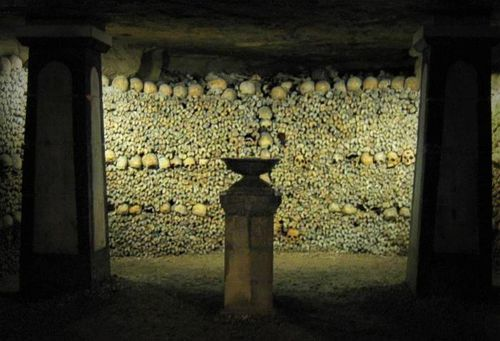 Crypt of the Sepulchral Lamp in the Catacombs of Paris. Photograph taken by Michael Reeve, 30 January 2004