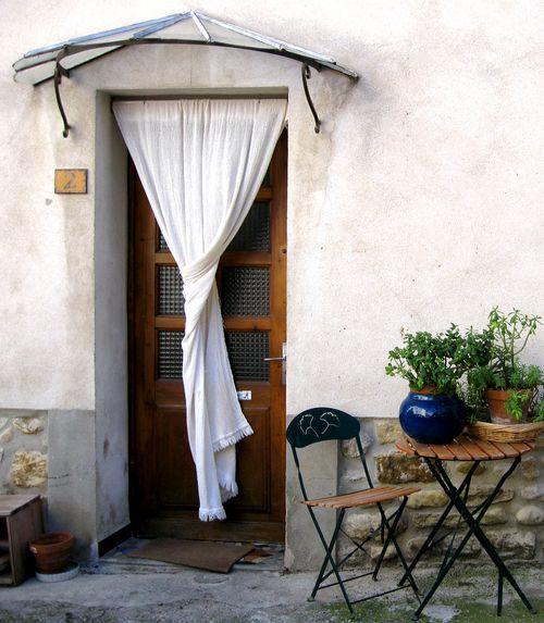 door curtain in Vinsobres (c) Kristin Espinasse