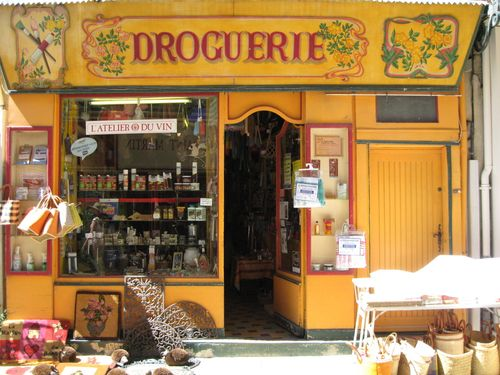 Droguerie in Orange, France (c) Kristin Espinasse