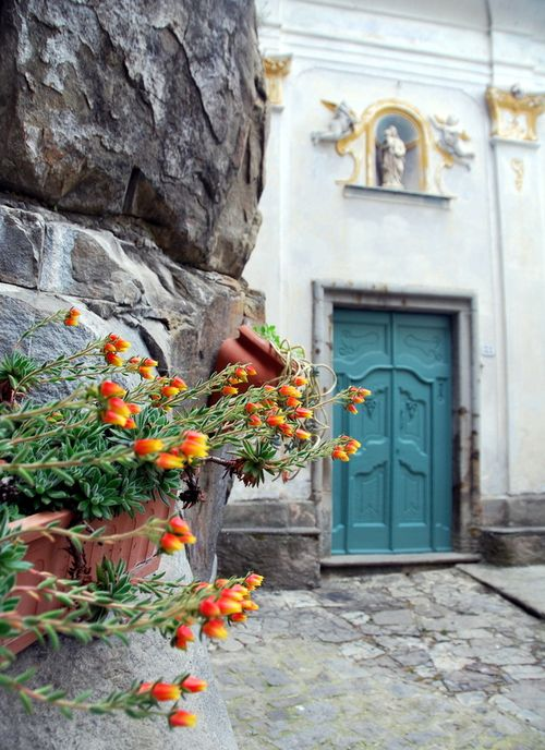 Flowers and church in Badalucco (c) Kristin Espinasse