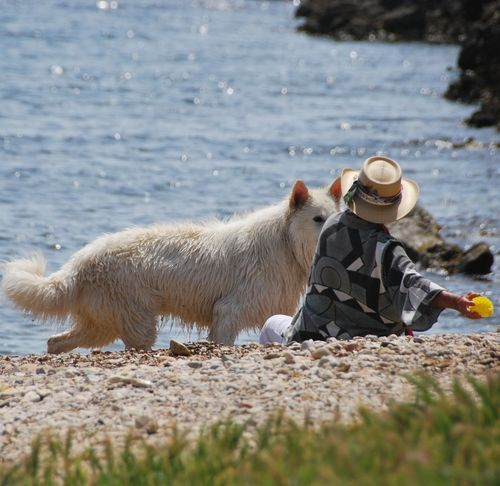 friends on the beach (c) Kristin Espinasse