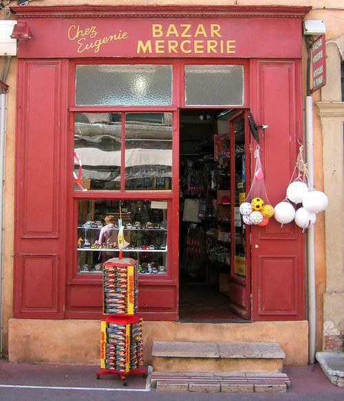 Chez Eugenie - Bazar - Mercerie in St. Tropez (c) Kristin Espinasse