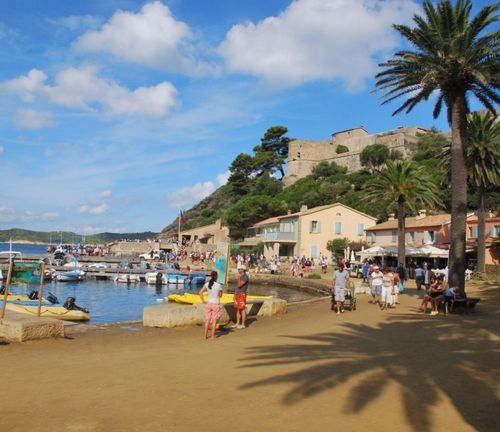 Port-Cros harbor and village (c) Kristin Espinasse