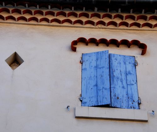 Diamond and blue window in Roquemaure, France (c) Kristin Espinasse