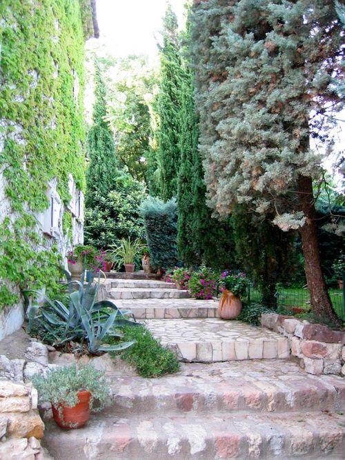 Les escaliers in Le Cannet des Maures (c) Kristin Espinasse