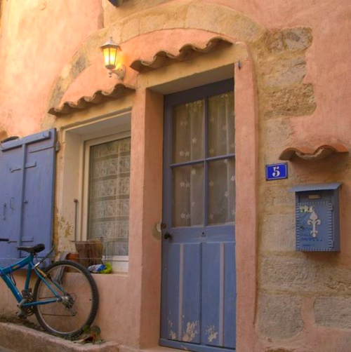 Maison rose, bike, fleur de lis, mailbox, stone façade, Valréas, Vaucluse, France, village, no. 5, porch light (c) Kristin Espinasse www.french-word-a-day.com