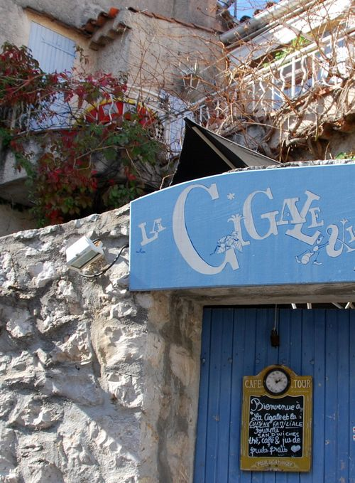 Cassi, France, restaurant La Cigale et la Fourmi, blackboard, balcony, autumn leaves, blue door www.french-word-a-day.com (c) Kristin Espinasse