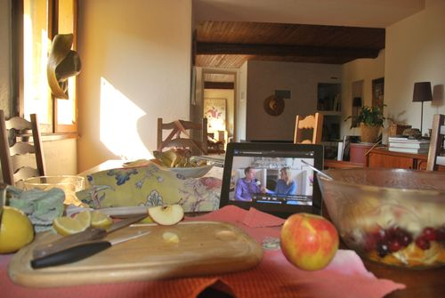 dining room, hydrangia, France, straw hat, fruit salad, wooden beams www.french-word-a-day (c) Kristin Espinasse