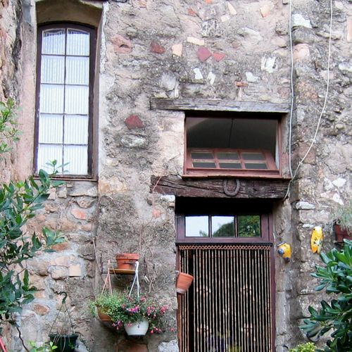 lintels or linteaux in France www.french-word-a-day.com (c) Kristin Espinasse