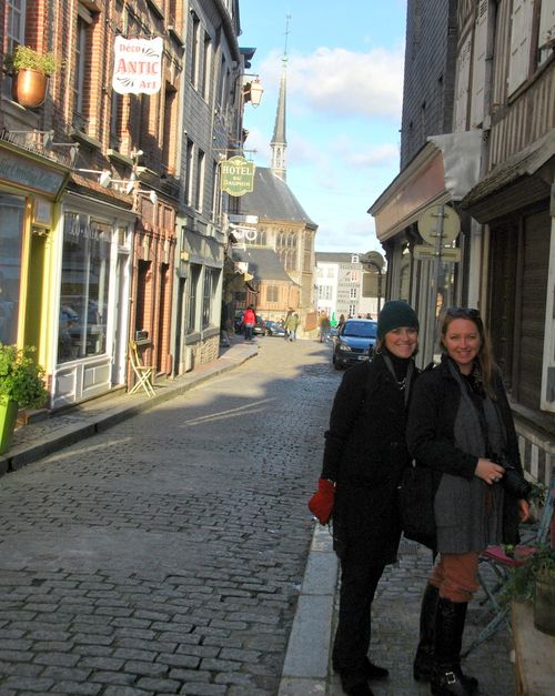 Linda and susan in honfleur