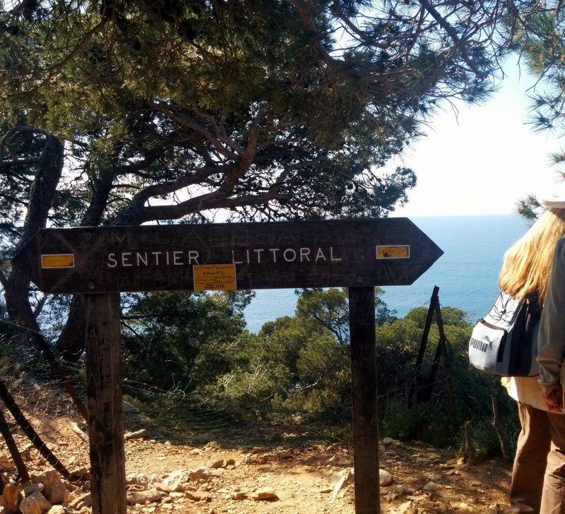 Sentier sign