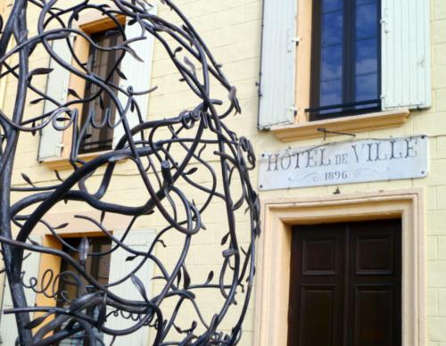 word sculpture in Jonquieres France (c) Kristin Espinasse