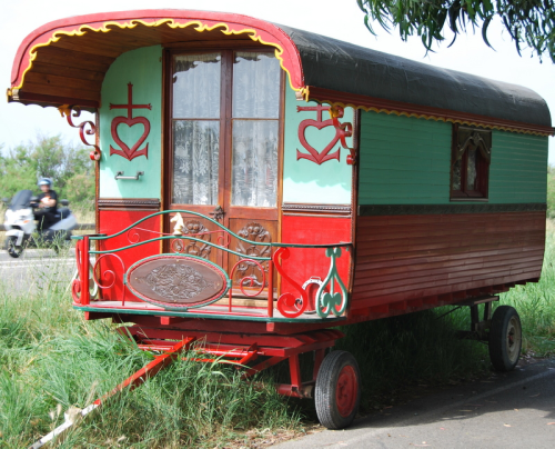 roulotte gypsy trailer caravan wheels france tiny home (c) kristin espinasse
