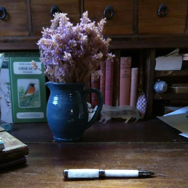 Stylo pen pitcher lavender wand