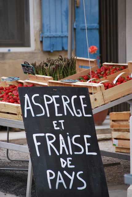 Asperge fraise de pays asperagus local strawberries