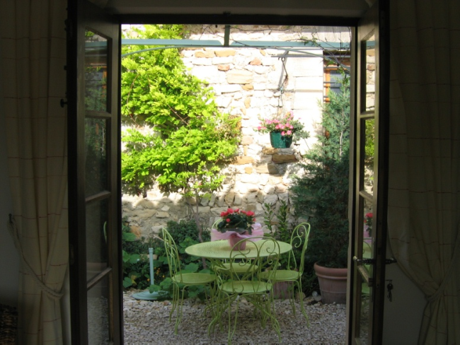 Provence Vacation Rentals - Sablet Home courtyard