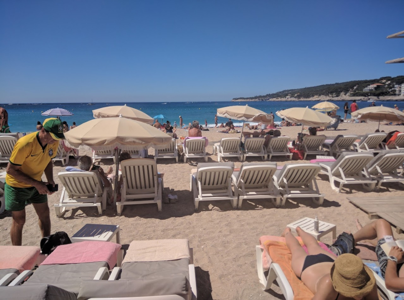 Les transats on the beach in Cassis