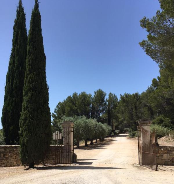 Entrance to Chateau Pibarnon photos c Genevieve Guy