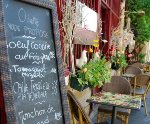 Odette in Paris (c) Kristin Espinasse