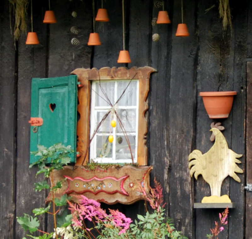 window shutter box lace wooden chalet clay pots rooster  in Queyras (c) Kristin Espinasse