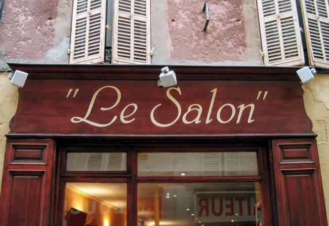 Le salon shopfront France Brignoles haircut beauty parlor April Fools shampoo shampooing coupe balayage hair highlights