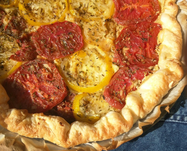 Tomato tart with yellow tomatoes