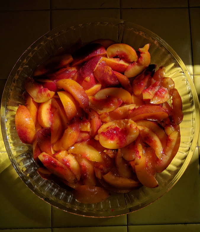 Cut up nectarines or brugnons for a crumble or pie