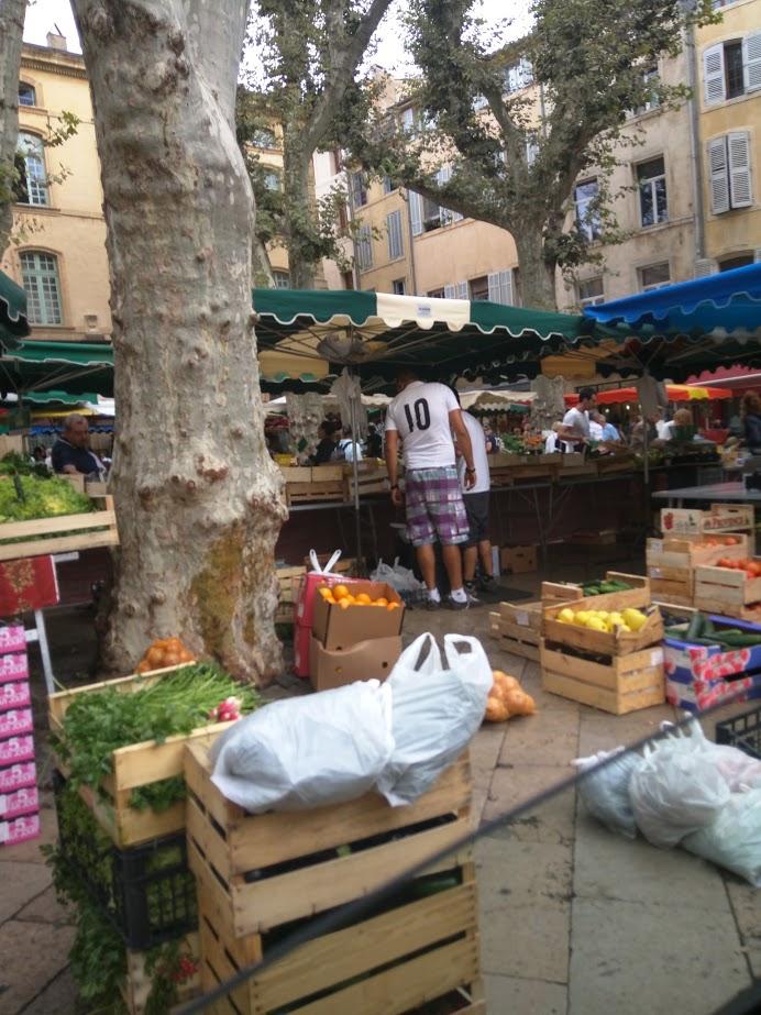Market-day-aix-en-provence