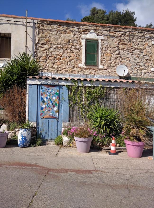 Funny door in les goudes marseilles
