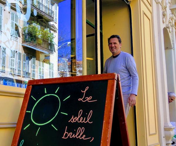 Jean-marc espinasse le soleil brille in front of allez hops beer shop in Nice France