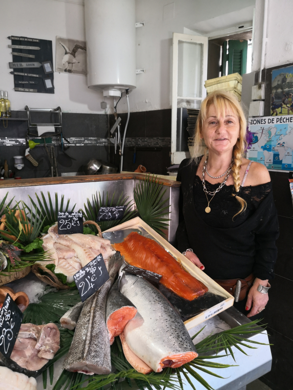 Poissonnerie fish shop fishmonger
